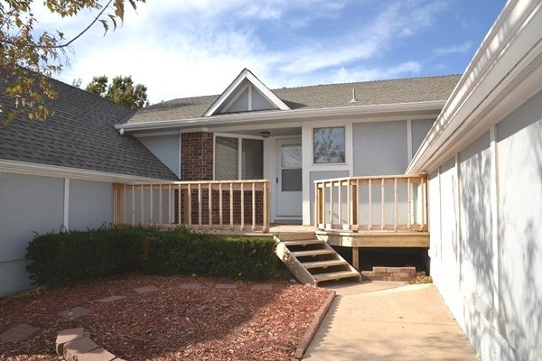 Comm Hsing/Condo/TH/Co-Op, Ranch - Derby, KS (photo 1)