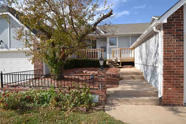 Comm Hsing/Condo/TH/Co-Op, Ranch - Derby, KS (photo 2)