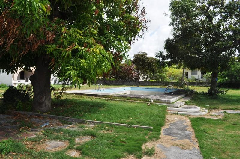 Fairholme Gardens, Christ Church - BRB (photo 5)