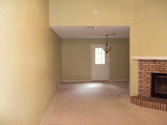 Contemporary, Attached Single Unit - Crestview, FL (photo 2)