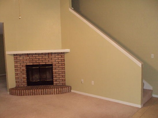 Contemporary, Attached Single Unit - Crestview, FL (photo 3)