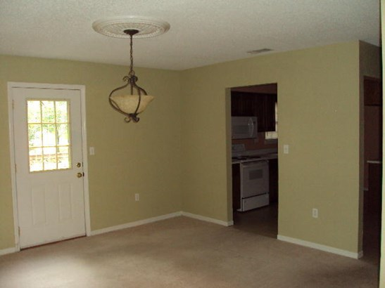 Contemporary, Attached Single Unit - Crestview, FL (photo 4)