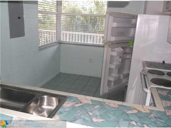 Condo/Co-Op/Villa/Townhouse, Condo 1-4 Stories - Sunrise, FL (photo 3)