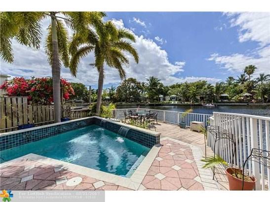 Condo/Co-Op/Villa/Townhouse, Townhouse Fee Simple - Wilton Manors, FL (photo 1)