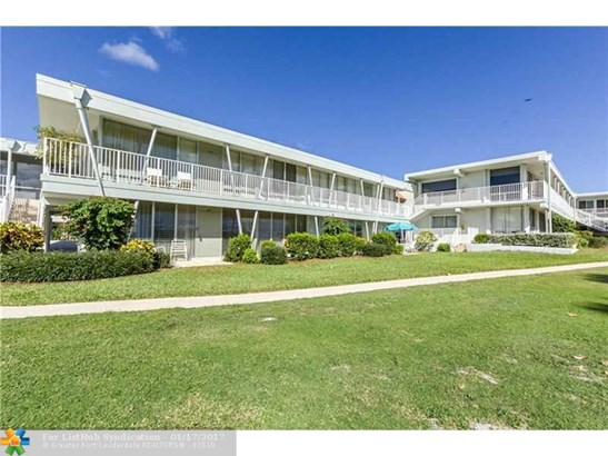 Condo/Co-Op/Villa/Townhouse, Co-Op 1-4 Stories - Hillsboro Beach, FL (photo 1)