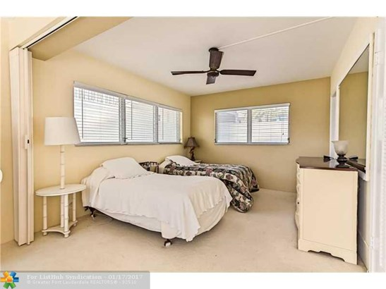 Condo/Co-Op/Villa/Townhouse, Co-Op 1-4 Stories - Hillsboro Beach, FL (photo 5)