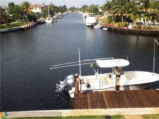 Condo/Co-Op/Villa/Townhouse, Co-Op 1-4 Stories - Lighthouse Point, FL (photo 1)