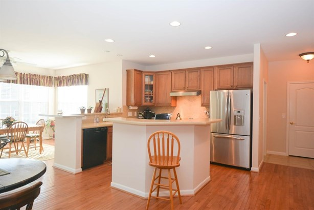 Transitional, Single Family Residence - Hamilton Twp, OH (photo 5)