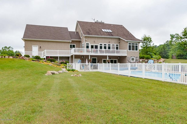Single Family Residence, Traditional - Dowagiac, MI (photo 2)