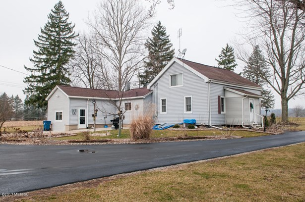 Single Family Residence, Traditional - Union City, MI (photo 5)