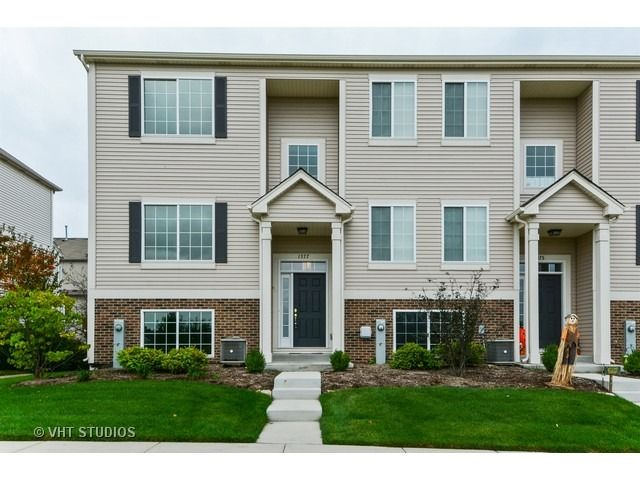 Townhouse - Montgomery, IL (photo 1)