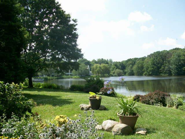 71 Rowayton Woods Drive 71, Norwalk, CT - USA (photo 2)