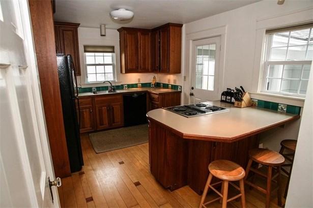 206 Coggeshall Av, Newport, RI - USA (photo 4)