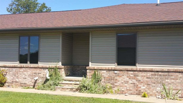 Attached Single Family, Ranch - Cuba, IL (photo 3)