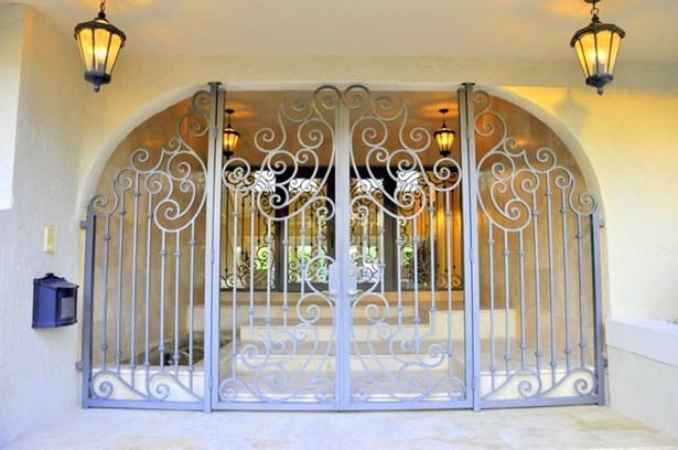 Entrance (photo 4)