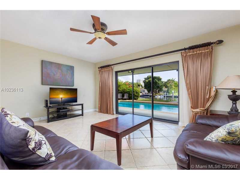631 Oleander Drive, Hallandale, FL - USA (photo 4)