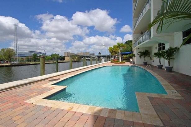 Pool (photo 3)