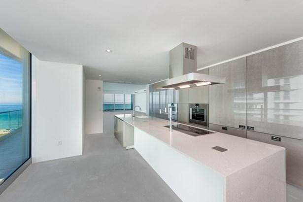 Kitchen: Fendi cabinets, double appliances (photo 5)