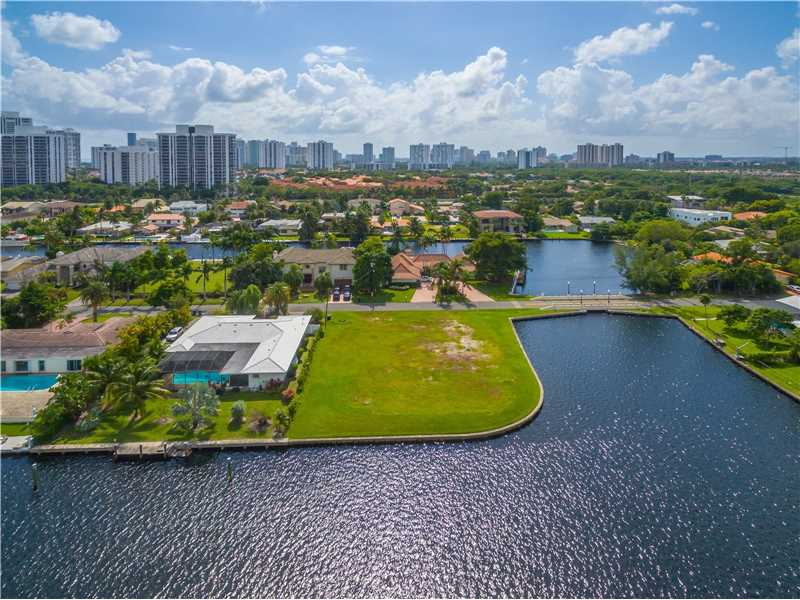 466 Poinciana Dr, Hallandale, FL - USA (photo 5)