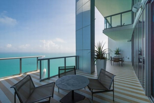 Huge balcony w/ direct Ocean views (photo 2)