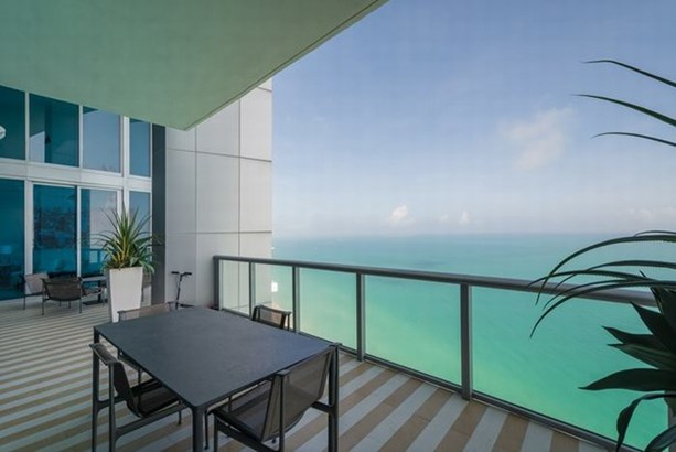 Oceanfront balcony (photo 3)