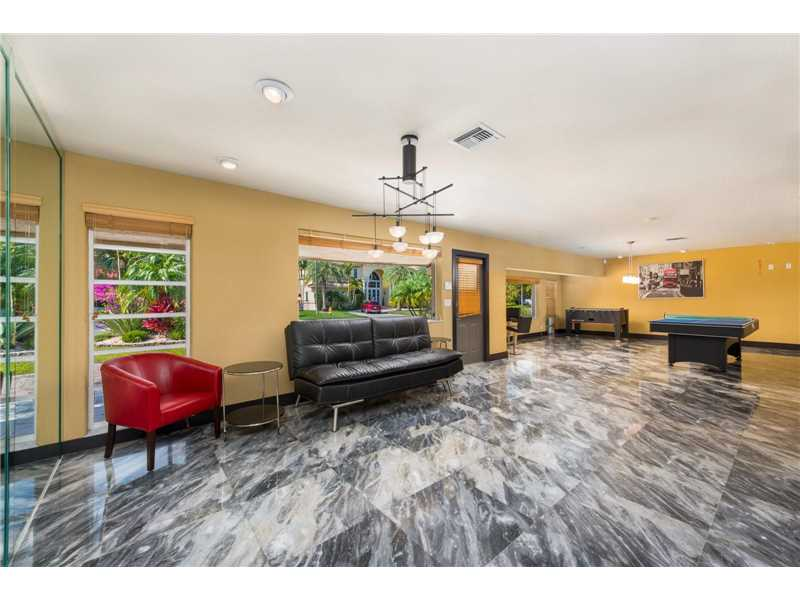 637 Oleander Drive, Hallandale, FL - USA (photo 4)