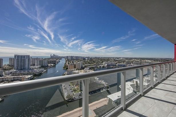 View (photo 2)
