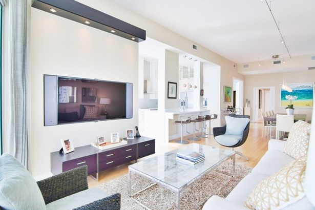 Living Room/Kitchen (photo 5)