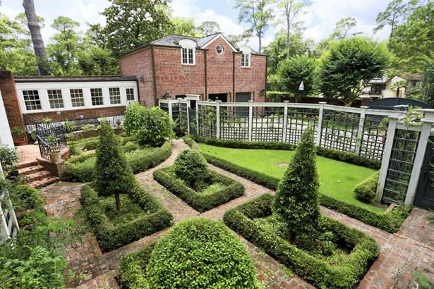Aerial view of parterre garden. (photo 4)