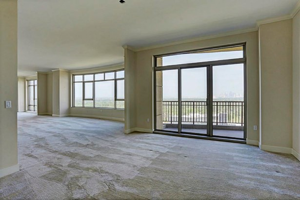 Living Areas With Balcony Access (photo 5)