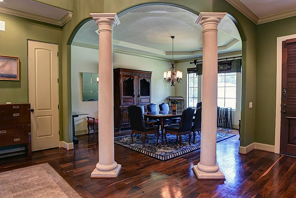 Open and inviting formal dining area, perfect for entertaining (photo 4)