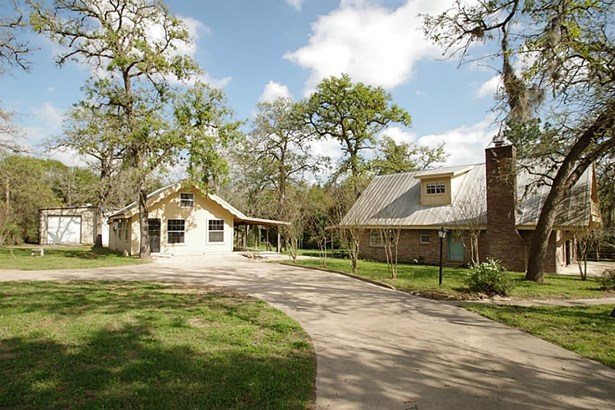 410 Sikes, Bellville, TX - USA (photo 1)