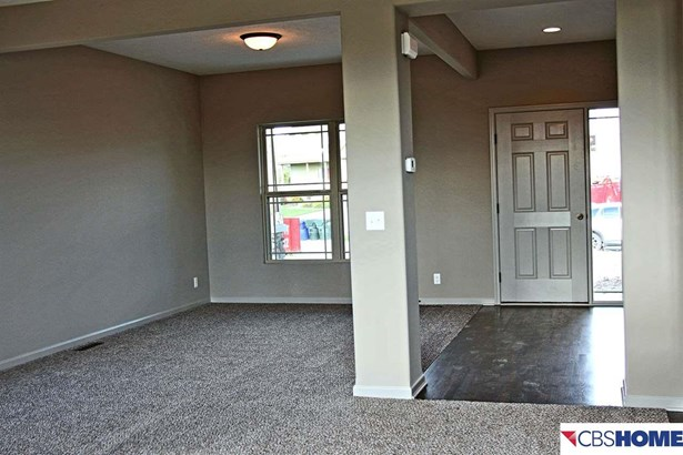 Detached Housing, 2 Story - Bennington, NE (photo 4)
