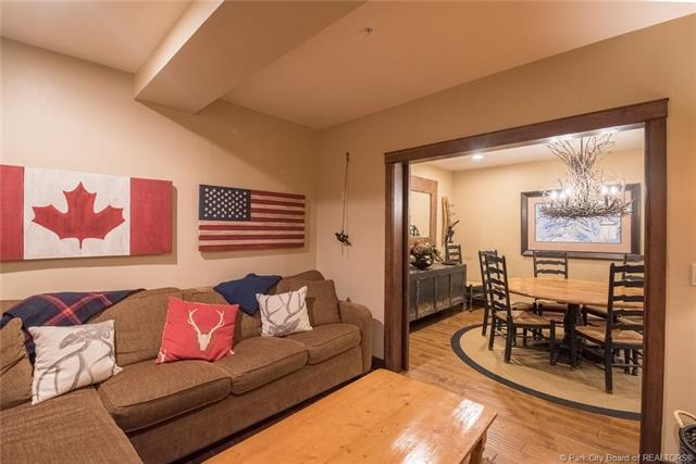 Watch the kids walk to ski school from this luxury Deer Valley ski condo! (photo 5)