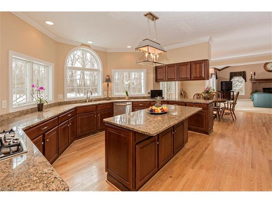 8265 Woodberry Blvd, Chagrin Falls, OH - USA (photo 3)