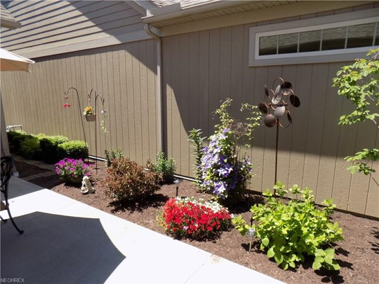 581 Quarry Lakes Dr, Amherst, OH - USA (photo 2)