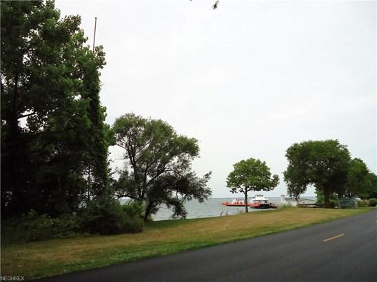 419 Lakeshore, Kelleys Island, OH - USA (photo 5)