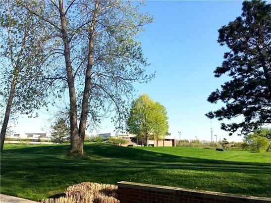6145 Park Square Dr, Lorain, OH - USA (photo 5)