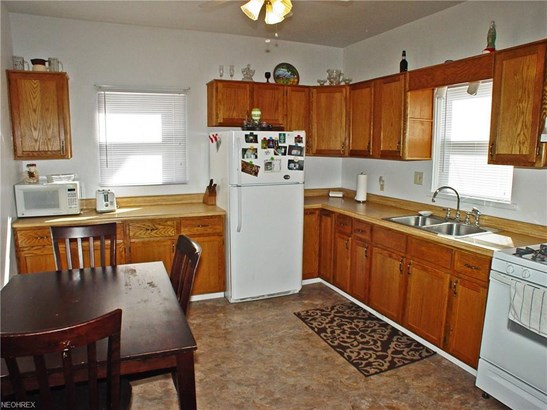 1049 Virginia Ave, Follansbee, WV - USA (photo 5)