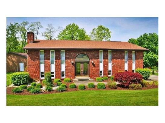 1040 Oakwood Court, North Huntingdon, PA - USA (photo 1)
