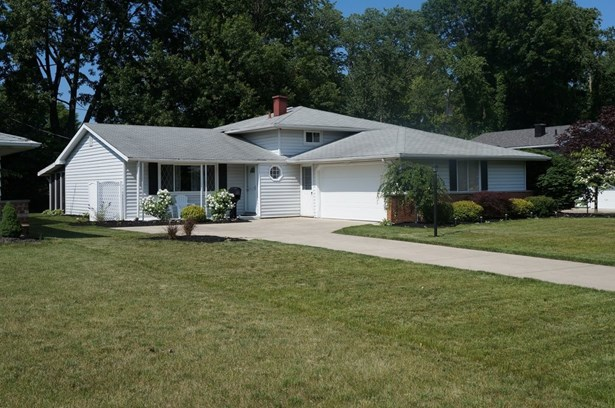 25018 Fawn Dr., North Olmsted, OH - USA (photo 1)