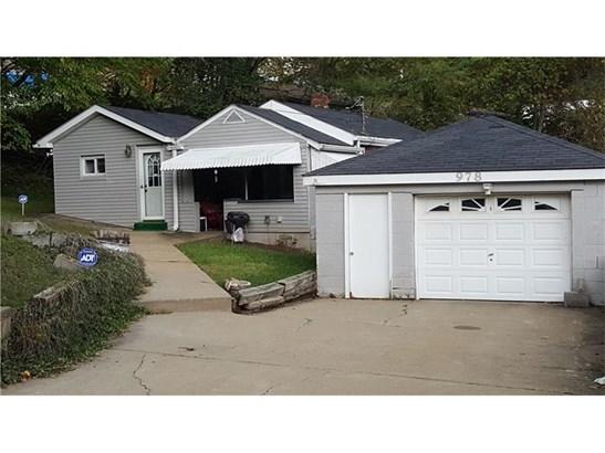 978 Garfield Ave, Braddock Hills, PA - USA (photo 1)