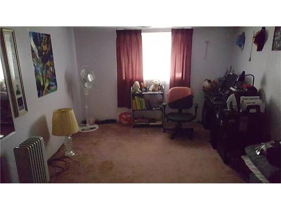 978 Garfield Ave, Braddock Hills, PA - USA (photo 2)