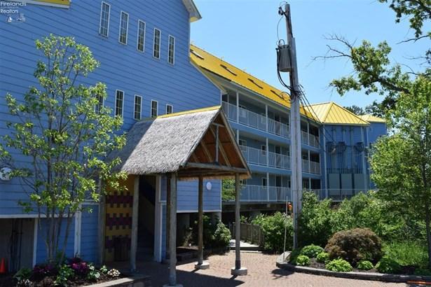 400 Swartz Lane 105, Middle Bass, OH - USA (photo 1)