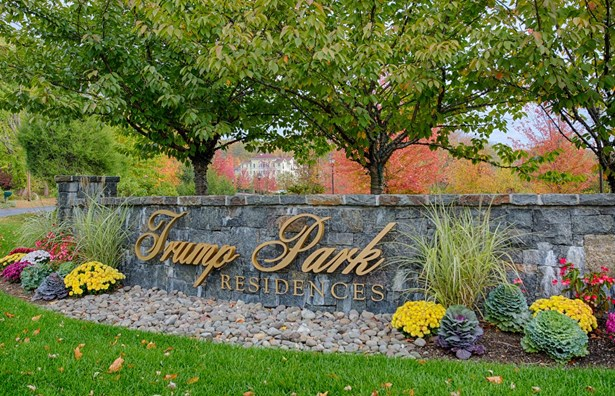 401 Trump Park 401, Shrub Oak, NY - USA (photo 1)