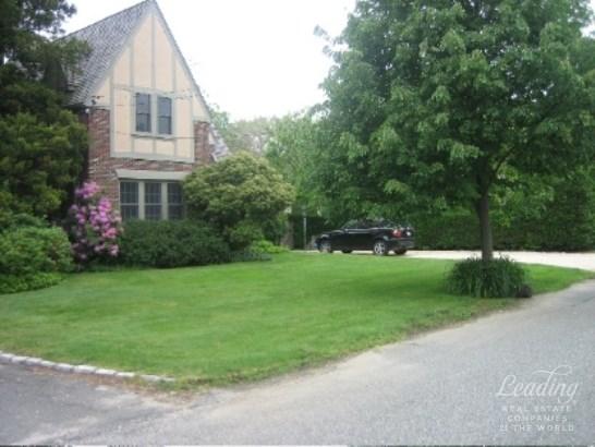 Eh Village, East Hampton, NY - USA (photo 1)