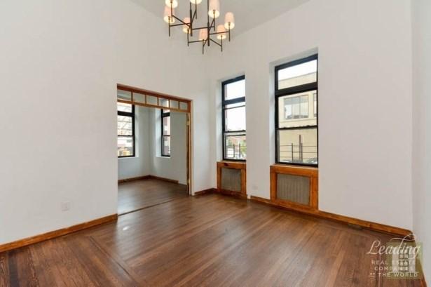 4260 Broadway 105, New York, NY - USA (photo 2)