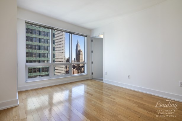 350 West 42nd Street 36g, New York, NY - USA (photo 5)