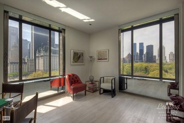 810 Fifth Avenue 11flr, New York, NY - USA (photo 2)