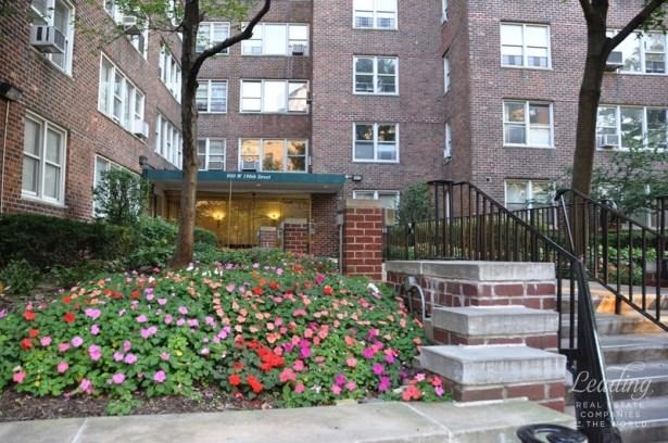 900 West 190th Street 11g, New York, NY - USA (photo 1)